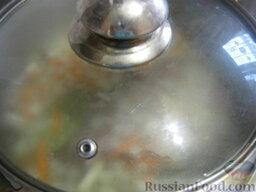 Говядина тушеная с овощами: Тушить на слабом огне под крышкой до готовности около 40-60 минут.