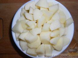 Суп картофельный со щавелем: Картофель почистить, помыть и нарезать небольшими кубиками.