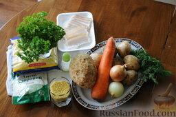 Кулеш украинский: Подготовить продукты для кулеша:   5 картофелин,   0,5 стакана  пшена  150 гр сала  2 луковицы, 1 морковь, по 1 шт корня петрушки и сельдерея,   зелень укропа и петрушки, 2 лавровых листика, соль