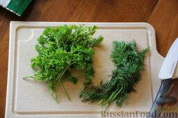 Кулеш украинский: Вымыть, обсушить  и нарезать мелко зелень укропа и петрушки. Примерно по 4 веточки.