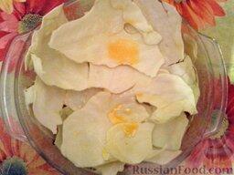 Ленивые голубцы (6 порций): Покрыть фарш капустными листьями(3 шт), смоченными в яйце.
