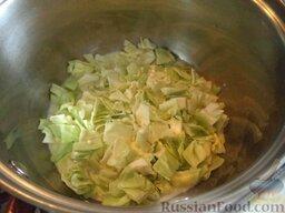 Овощное рагу: Доводят до кипения. Тушат на самом маленьком огне 10 минут.