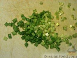 Треска, запеченная в майонезе: Если нужен салат, лук нарезают.