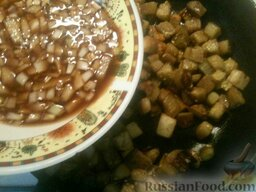 Баклажаны жареные с чесноком и соевым соусом: После чего залейте их приготовленной заправкой и тщательно перемешайте. Тушите еще 2-3 минуты.