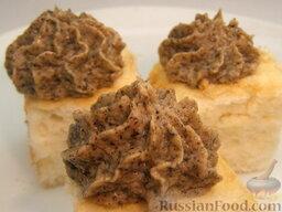 Крем сметаный со сгущенкой: Крем сметанный со сгущенкой и орехами отлично подходит для бисквитных коржей или для заварных пирожных.