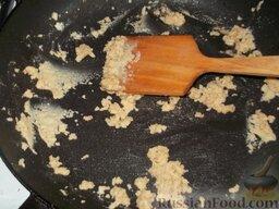 Сливочный суп-пюре из цветной капусты: Муку пассеровать на сливочном масле до орехового цвета.