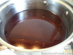 Морс из клюквы: Отвар процедить, добавить сахар, охладить и смешать с отжатым соком. Морс клюквенный готов.