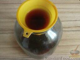 Вишневый ликер: Затем сливают настой через воронку с ваткой в другую посуду.