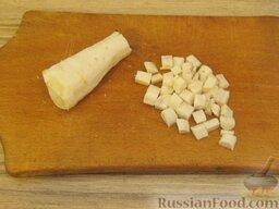 Щи зеленые из щавеля: Петрушку очистить, вымыть, нарезать мелкими кубиками (0,5-0,6 см).