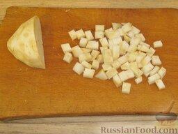 Щи зеленые из щавеля: Сельдерей очистить, вымыть, нарезать мелкими кубиками (0,5-0,6 см).