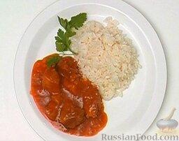 Гуляш из свинины: Гарнир к гуляшу выбирайте по вкусу. Хорошо подать гуляш с отварным рисом (а также с картофелем или макаронными изделиями).  Приятного аппетита!