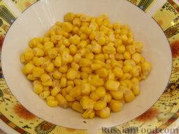 """Салат """"Неаполь"""": С кукурузы слить жидкость."""