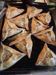 Эчпочмак (по-татарски): Эчпочмак печется примерно около часа. Готовые пирожки смазать маслом и, при желании, добавить в них еще немного бульона.