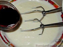 Сливки взбитые с желатином: Чтобы у крема не было привкуса желатина, сливки с желатином можно ароматизировать. Для этого в конце взбивания, перед добавлением желатина вливают немного любого ягодного или фруктового ликера и сиропа от варенья.