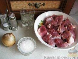 Фарш для пельменей(гов,свин): Сначала подготавливают продукты на фарш для пельменей.