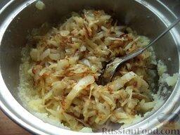Вареники с картофелем и грибами или капустой: Добавить к пюре капусту (или грибы) с луком, посолить, поперчить.