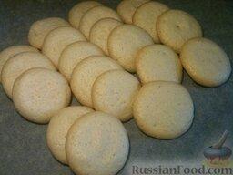 Бисквит буше: Поместить в разогретую до 180-190°С духовку и выпекать бисквит буше примерно 10-15 минут.