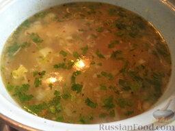 Щи с рыбными консервами: Перед подачей в щи с рыбными консервами добавить зелень.