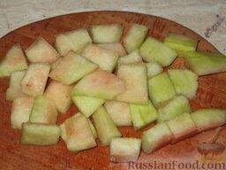 Варенье из арбузных корок. Способ 1: Нарезать арбузные корки небольшими (длиной 5—8 см) кусочками.