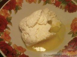Вареники настоящие украинские: Как приготовить настоящие украинские вареники:    Творог с вечера положить под гнет. Когда тесто будет готово, протереть творог сквозь решето, прибавить 2—3 яйца и немного соли.