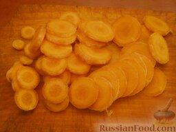 Говяжье сердце: Морковь очистить, вымыть, нарезать кружочками.