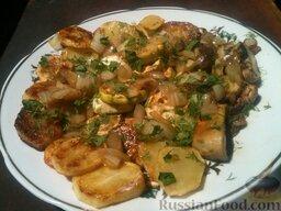 Картофель с кабачками и грибами: Картофель с кабачками и грибами готов.   Посыпать блюдо зеленью петрушки и укропа и сразу же подавать.