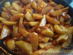 Картофель, тушенный с сушеными грибами: Перемешать.
