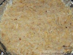 Картофельная драчена (бабка): Включить духовку. Противень или форму застелить фольгой и смазать маслом, выложить картофельную массу и разровнять ее.  Картофельную драчену запекать до готовности (примерно 40-50 минут), при температуре 190 градусов.