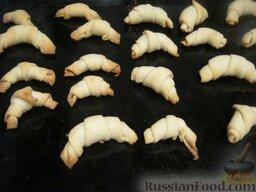 Бабушкины рогалики: Печь «Бабушкины рогалики» при температуре 200 градусов в течение 20-25 минут до золотистого цвета.
