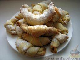 Бабушкины рогалики: Подавать печенье «Бабушкины рогалики», посыпав сахарной пудрой.  Приятного аппетита!