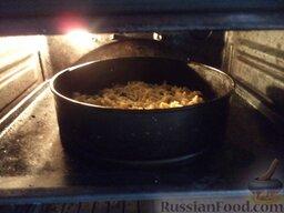 Пирог «Гости звонили - ставь чайник!»: Поставить форму с пирогом в духовку на среднюю полку.