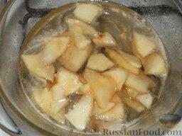 Варенье из груш с лимоном: В горячий сироп опустить груши, потом поставить варенье из груши с лимоном варить на медленный огонь до готовности (40-60 минут).
