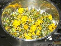 Варенье из одуванчиков, или одуванчиковый мед: В готовый кипящий сироп опустить цветки, предварительно хорошо промыв их в холодной воде, дать закипеть и варить в течение 20 минут.
